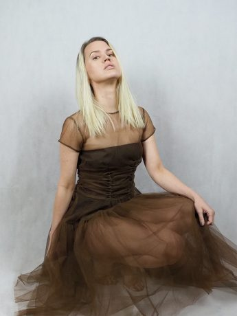 model-brown-dress